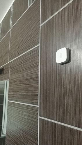 Fixer la sonde de température Xiaomi Aqara dans la salle de bain
